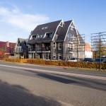 Zijaanzicht appartementencomplex te Ermelo, Putterweg 17
